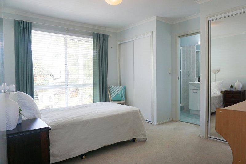 Parakeet-before-bedroom-1280x853.jpg