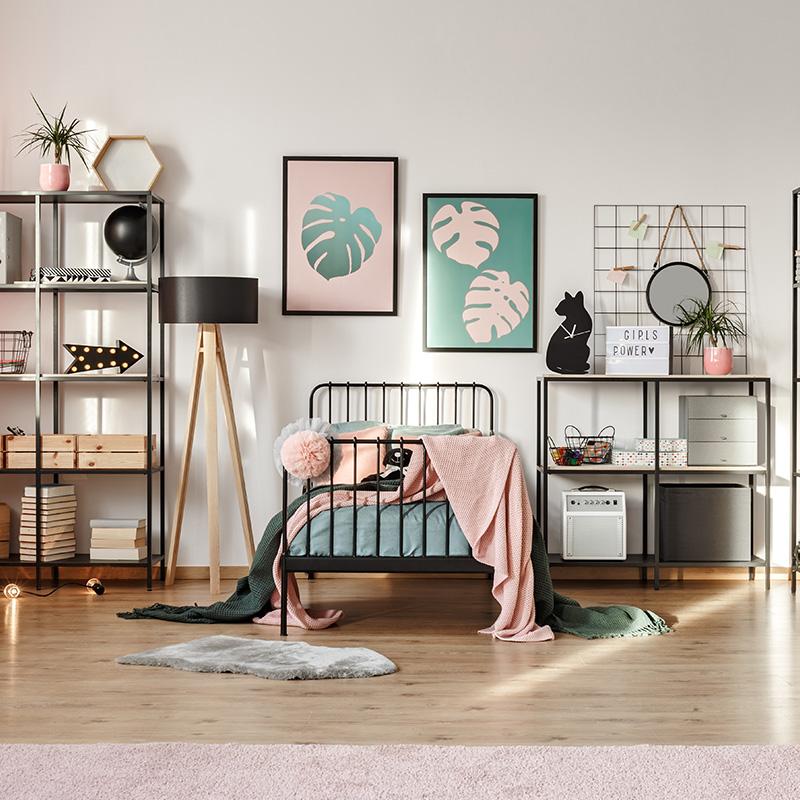 pink-decorations-in-botanical-bedroom-274PQCV.jpg